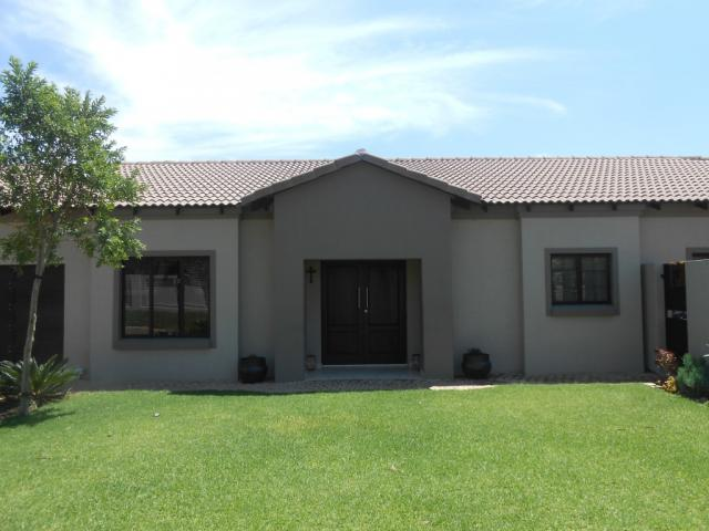 3 Bedroom House for Sale For Sale in Silver Lakes Golf Estate - Private Sale - MR101910