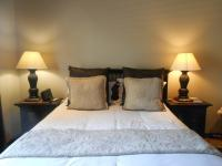 Main Bedroom - 44 square meters of property in Silver Lakes Golf Estate