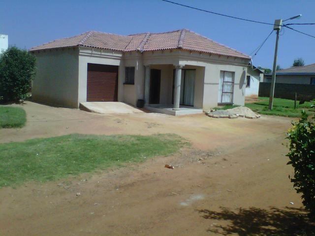 2 Bedroom House For Sale in Kagiso - Private Sale - MR101931