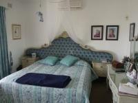 Main Bedroom - 22 square meters of property in Uvongo