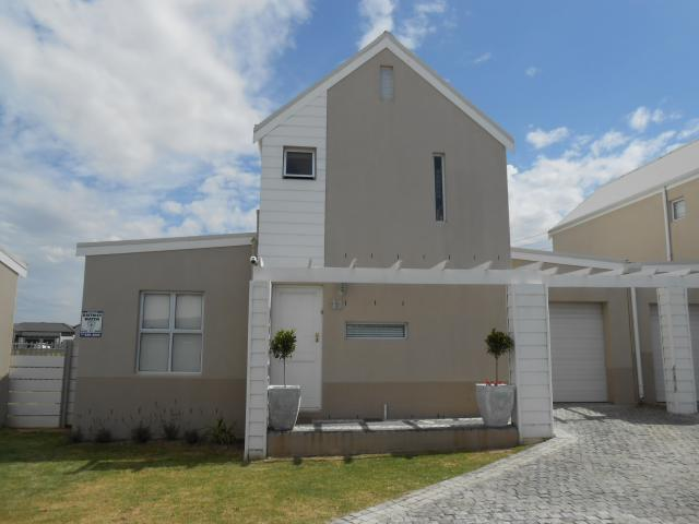 3 Bedroom House for Sale For Sale in Plattekloof - Private Sale - MR101953