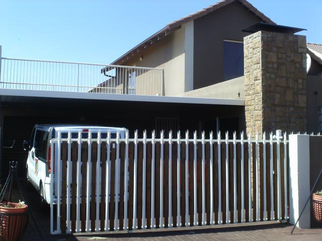 3 Bedroom Cluster For Sale in Benoni - Home Sell - MR101969