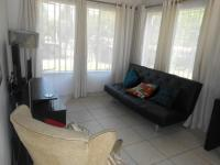 Lounges - 32 square meters of property in Bloubosrand