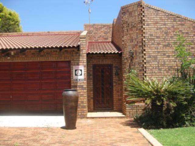 4 Bedroom House for Sale For Sale in Benoni - Home Sell - MR101978