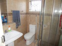 Main Bathroom - 3 square meters of property in Trenance Park