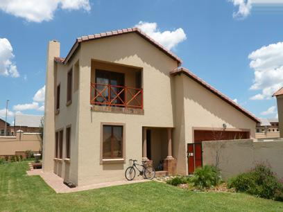 4 Bedroom House For Sale in Silver Lakes Golf Estate - Private Sale - MR10201