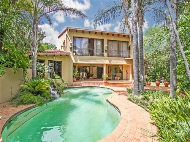 Standard Bank EasySell 5 Bedroom House For Sale in Douglasdale - MR102013
