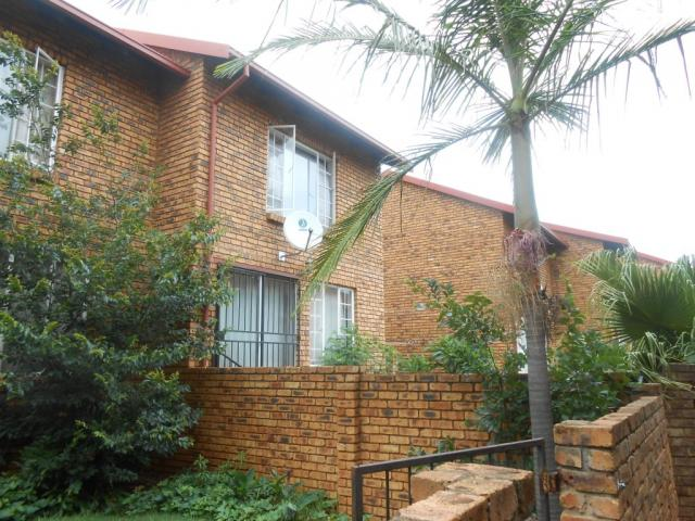 2 Bedroom Duplex For Sale in Centurion Central (Verwoerdburg Stad) - Private Sale - MR102033