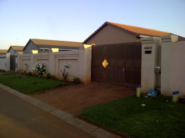 3 Bedroom House For Sale in Roodekop - Private Sale - MR102093