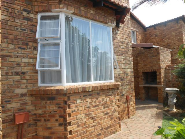 2 Bedroom Simplex For Sale in Radiokop - Private Sale - MR102122
