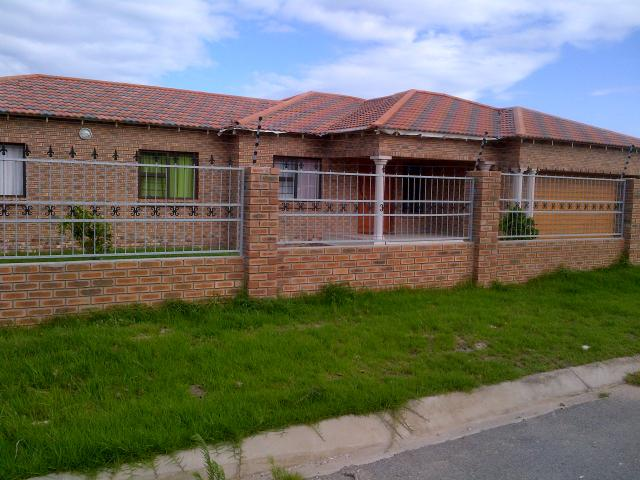 4 Bedroom House for Sale For Sale in Bluewater Bay - Private Sale - MR102123