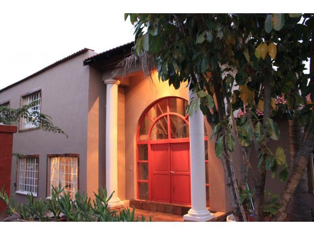 4 Bedroom House For Sale in Rustenburg - Home Sell - MR102136
