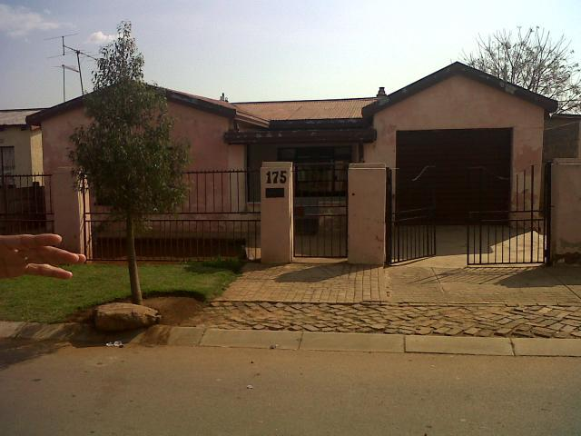 5 Bedroom House for Sale For Sale in Katlehong - Home Sell - MR102179