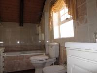 Bathroom 1 - 7 square meters of property in Table View