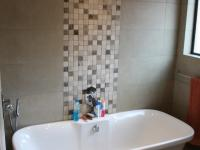 Main Bathroom - 18 square meters of property in Moreletapark
