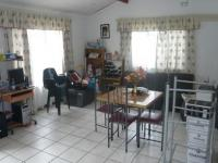 Lounges - 29 square meters of property in Kraaifontein