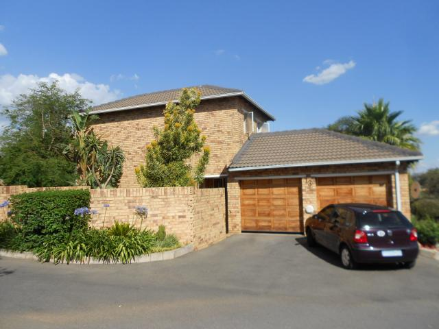 3 Bedroom Sectional Title for Sale For Sale in Olivedale - Home Sell - MR102368