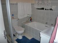 Bathroom 1 - 2 square meters of property in Strubensvallei