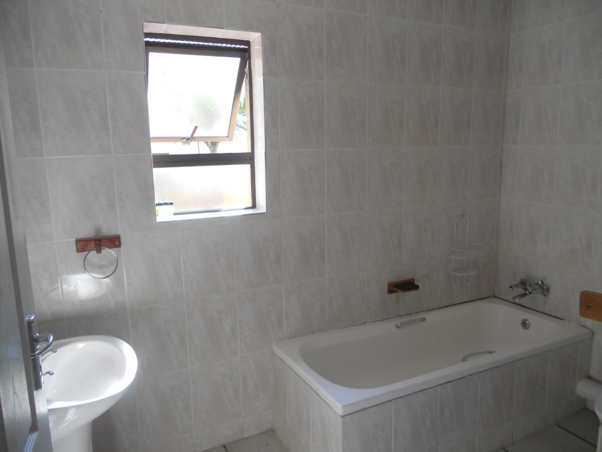 Bathroom 1 - 7 square meters of property in Margate