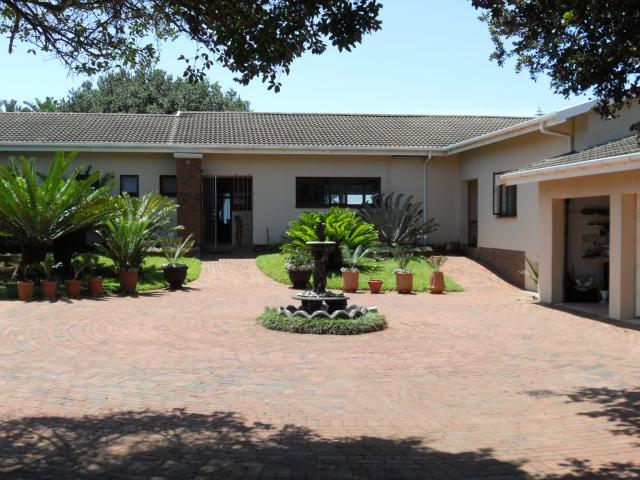 8 Bedroom House For Sale in Umkomaas - Private Sale - MR103422
