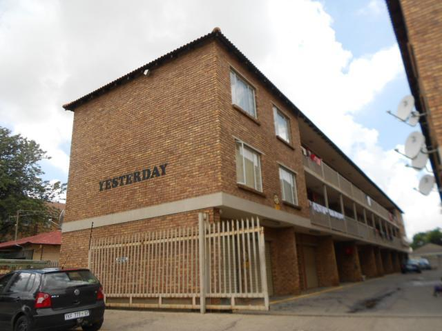 2 Bedroom Apartment For Sale in Kempton Park - Home Sell - MR103437