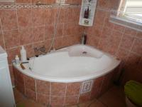 Main Bathroom - 7 square meters of property in Parow Central