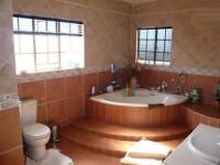 Main Bathroom - 16 square meters of property in Onderstepoort