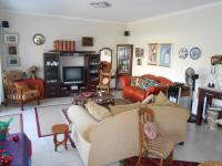 Lounges - 25 square meters of property in Somerset West