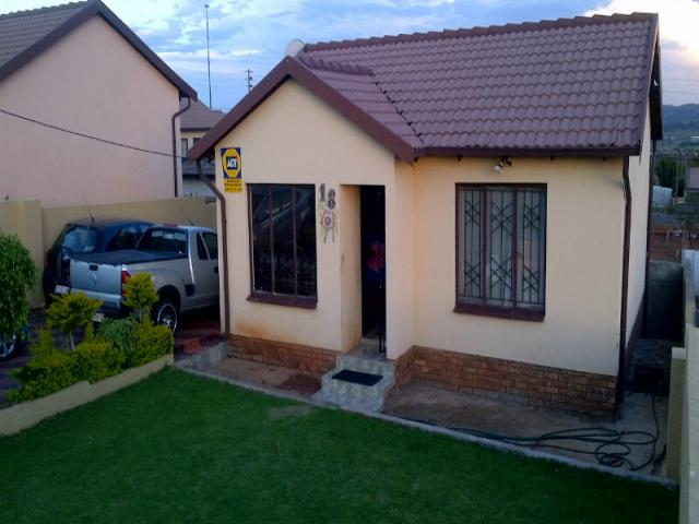 3 Bedroom House for Sale For Sale in Lotus Gardens - Private Sale - MR103612