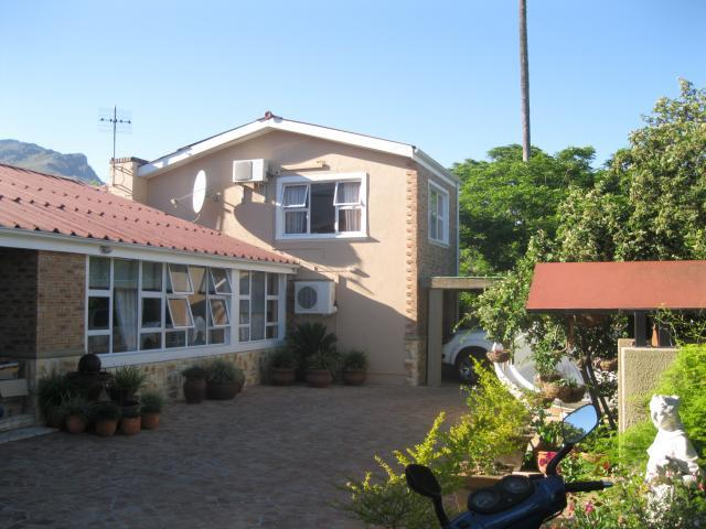 8 Bedroom House For Sale in Stellenbosch - Home Sell - MR103657