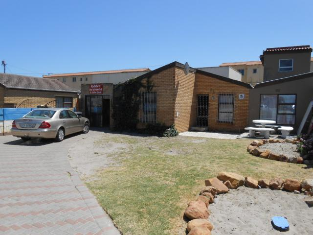 4 Bedroom House For Sale in Langa - Private Sale - MR103704