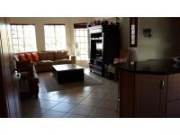 Lounges - 22 square meters of property in Douglasdale