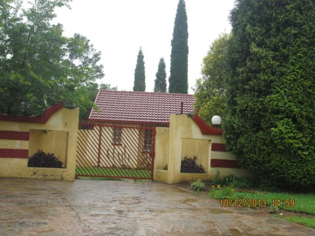 Standard Bank EasySell 2 Bedroom House For Sale in Crystal Park - MR103760