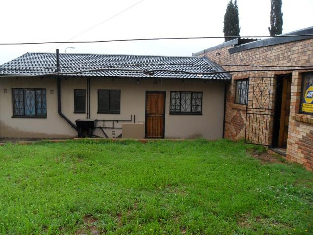 3 Bedroom House For Sale in Lenasia South - Home Sell - MR103787