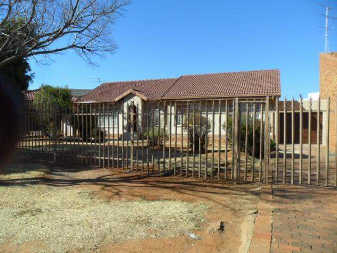 5 Bedroom House For Sale in Lenasia South - Home Sell - MR103788