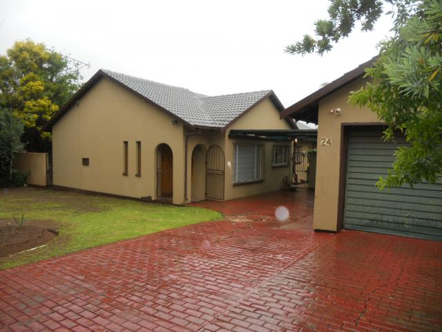 3 Bedroom House for Sale For Sale in Rooihuiskraal - Private Sale - MR103893