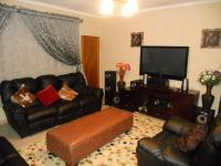Lounges - 28 square meters of property in Rooihuiskraal