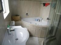 Main Bathroom - 5 square meters of property in Rooihuiskraal