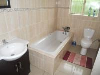 Bathroom 1 - 3 square meters of property in Rooihuiskraal