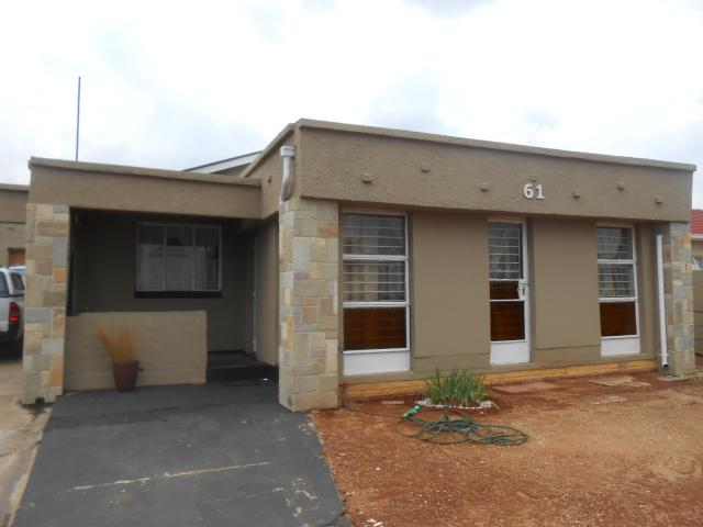 3 Bedroom House For Sale in Bosmont - Home Sell - MR103895