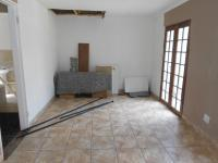 Lounges - 18 square meters of property in Quellerina