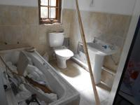 Bathroom 1 - 6 square meters of property in Quellerina