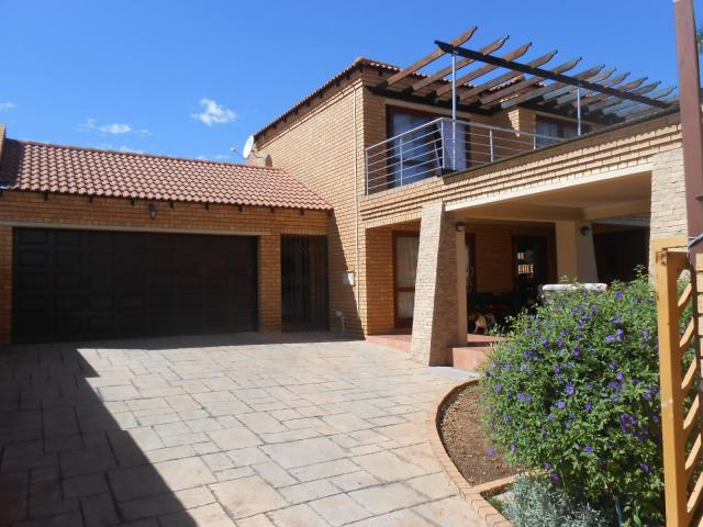 3 Bedroom Duet for Sale For Sale in Rooihuiskraal North - Private Sale - MR104111