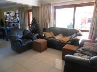 Lounges - 17 square meters of property in Rooihuiskraal North