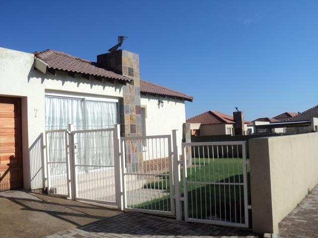 3 Bedroom Cluster For Sale in Emalahleni (Witbank)  - Home Sell - MR104217