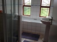Bathroom 1 - 3 square meters of property in Pacaltsdorp