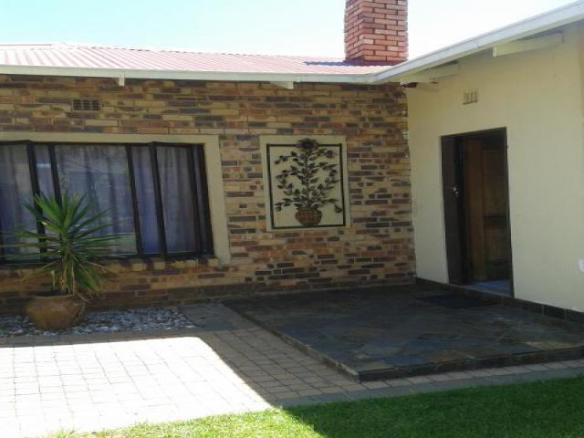 4 Bedroom House for Sale For Sale in Brenthurst - Home Sell - MR104416