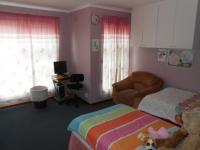 Bed Room 1 - 17 square meters of property in Pelikan Park