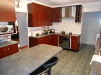 Kitchen - 17 square meters of property in Pelikan Park