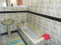 Bathroom 1 - 7 square meters of property in Pelikan Park